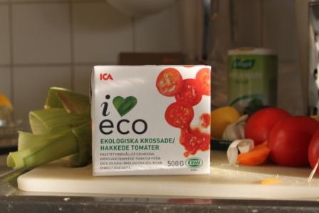 Ekologiska, krossade tomater i kartongförpackning