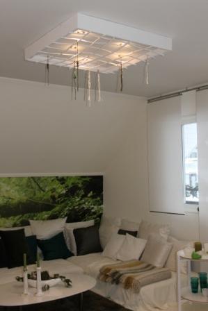 Lampan i taket är gjord av återvunnet material