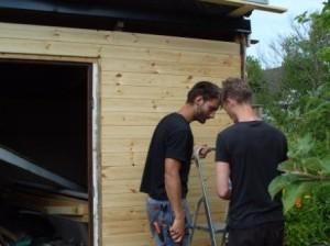 Ronny och Jens lurar ut detaljer för något projekt