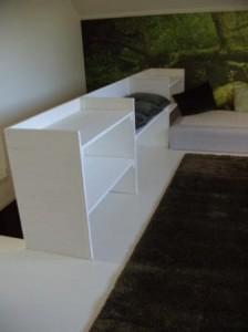 Hyllbänken är designad av Susanna Nova på Temple of Spirited Living och tillverkad av Ronny Östling