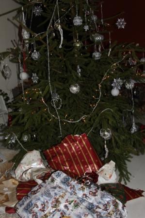 Julens omsalgspapper skall källsorteras som pappersförpackning