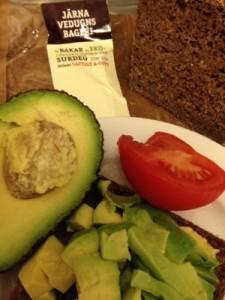 Fantastiskt surdegsbröd från Järna Vedungnsbageri och ekologiska grönsaker från Coop