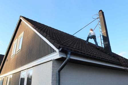 Andreas Molin mäter vårt tak (1)