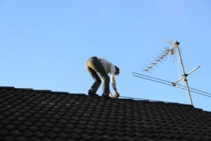 Andreas Molin mäter vårt tak (3)