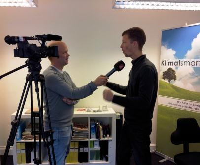 Jens blir intervjuad av Pierre Bokvist på TV4 Örebro