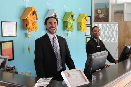 Good Hotels glada och trevliga receptionister
