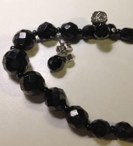 Onyx-liknande halsband från antik affären